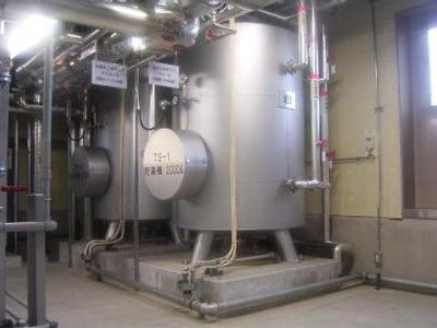 2階機械室:給湯設備は、マイクロコージェネによる、排熱を利用する設備として います。 貯湯槽は、2000L*2基設置