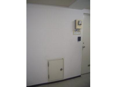 施工前:廊下(パイプシャフト点検口)