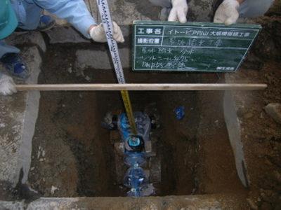 屋外給水:水道本管より分岐 75φ