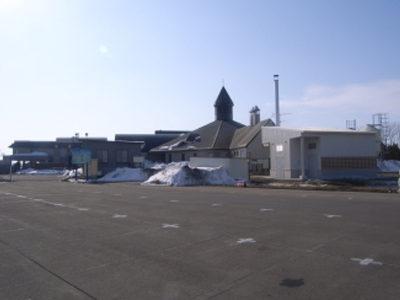 南幌温泉外観(手前建物が今回新設したボイラー室です)