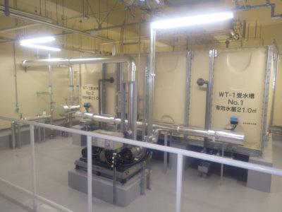 有効水量21m3の受水槽を2基設置、校舎棟、ペレット機械室、既設の屋内体育館他へ加圧給水ポンプにより給水します。