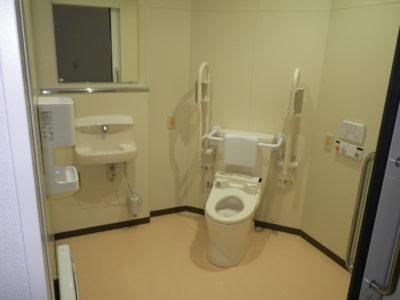 多目的トイレを設置しています。