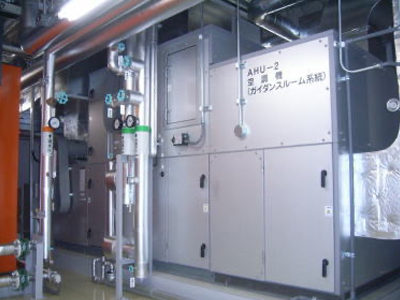 機械室:空調機(主に展示スペースの空調を行う機械で全部で3台あります。)