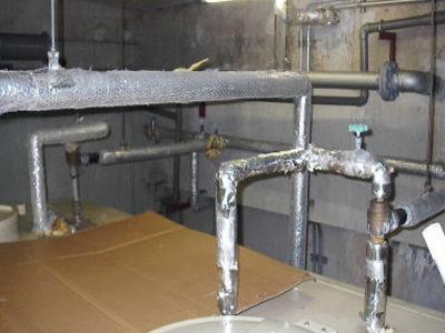 受水槽上部配管更新前状況