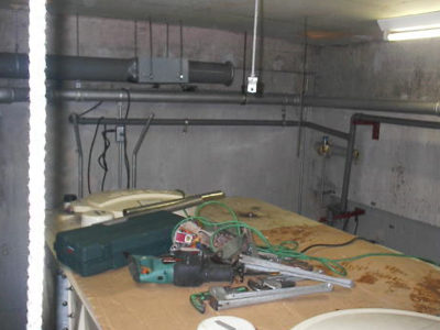 受水槽上部配管更新撤去状況