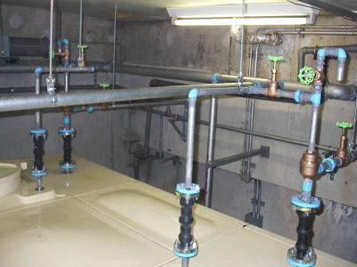 受水槽上部配管更新完了
